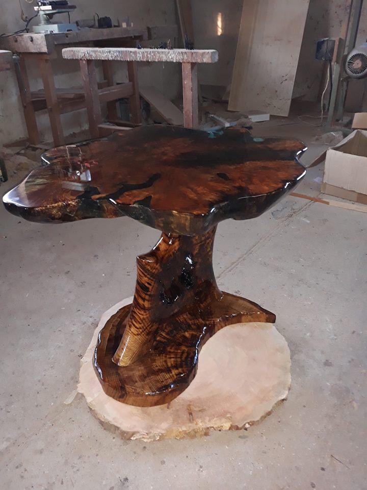 Маса в неправилна форма от дърво