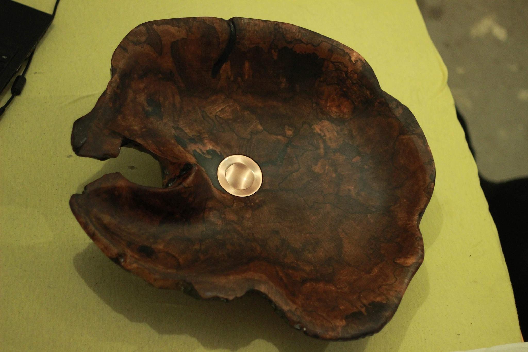 Мивка в неправилна форма от дърво